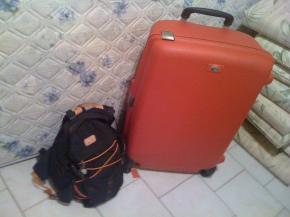 Quem imaginaria que malas também servem de transporte? Puta skate